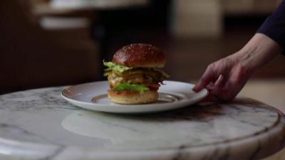 Бургер за 20 евро стана хит в Амстердам
