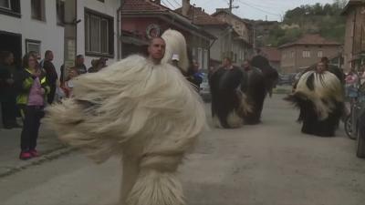 Кукерски фестивал навръх Великден в село Елешница