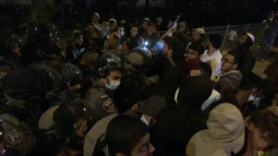Сблъсъци в Йерусалим: Над 100 души са ранени, повече от 40 са арестувани