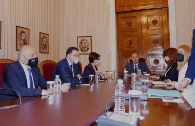 Президентът проведе консултации с политическите сили преди връчването на мандата (ХРОНОЛОГИЯ)