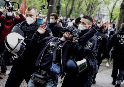 Арести и демонстрации в Деня на труда