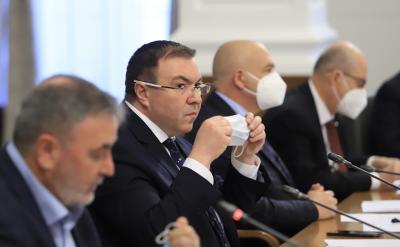 България излиза от третата вълна на COVID-19 (ОБЗОР)
