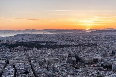 При строги COVID мерки посрещат празничните дни в Гърция
