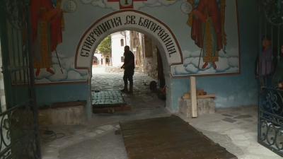 Възстановена реликва: В Бачковския манастир вече се влиза през оригиналната порта