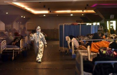 Индия е на предела: На всеки 4 минути вирусът отнема живот
