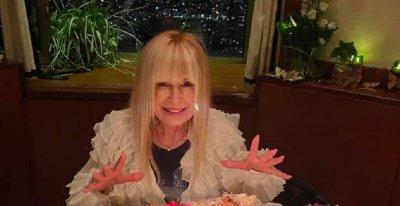Вижте как Лили Иванова посрещна рождения си ден (СНИМКИ)