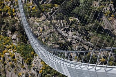 В Португалия откриват най-дългия пешеходен мост в света (СНИМКИ)