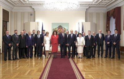 Новите министри се заклеха и се заеха с работа (Снимки)