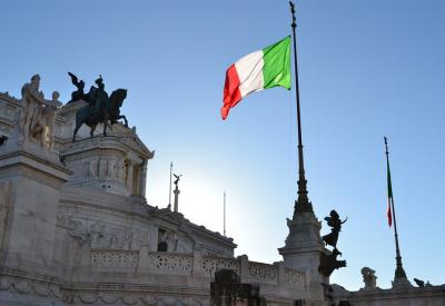 Гърция и Италия поетапно разхлабват мерките