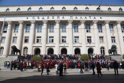 Прокурори протестираха мълчаливо срещу закриване на спецсъдилищата (Обзор)