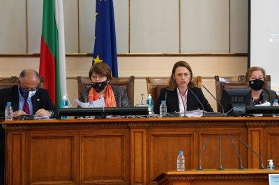Парламентът задължи министрите да дойдат в Народното събрание