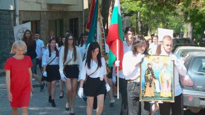 Хуманитарната гимназия в Пловдив чества делото на Светите братя Кирил и Методий