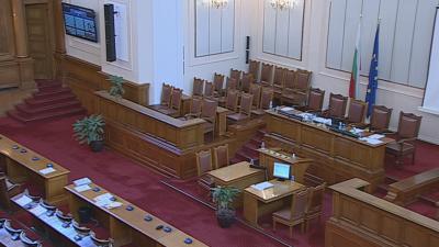 Депутатите няма да си намаляват заплатите