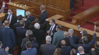 Спор в парламента доведе до прекратяване на днешното заседание