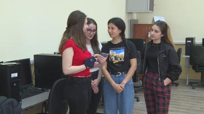 Ученички от Русе направиха пелети от утайка от кафе