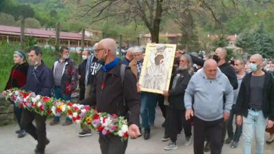 Изнесоха чудодейната икона в Бачковския манастир (ОБЗОР)