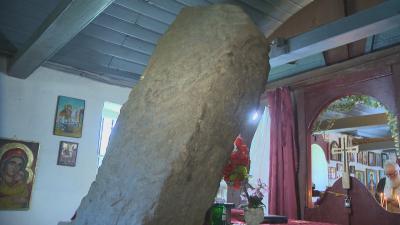 Чудо в манастир край София: Камък, който расте и сбъдва желания, събира вярващи