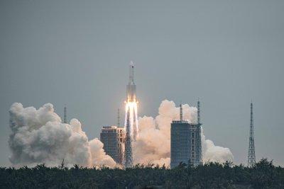 Отломка от китайска ракета се насочва към Земята