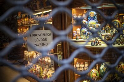 Магазините в Чехия отварят от днес