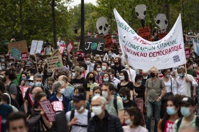 Масови протести срещу Закона за борба с климатичните промени във Франция