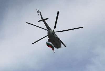Вертолети и самолети от ВВС ще летят на малка височина над София