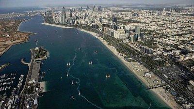 МВнР: Българите, пристигащи в Абу Даби – с PCR, под карантина и с проследяваща гривна