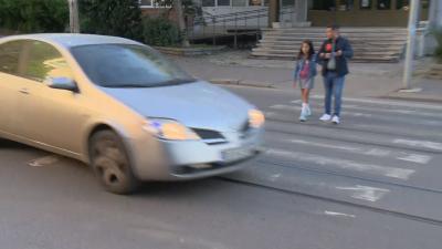 """10-годишно дете за малко не беше отнесено от кола на """"зебра"""" в София"""
