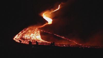 Гватемалци с молитви да спрат изригванията на вулкана Пакая