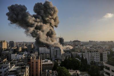 Поредна нощ на атаки в Израел