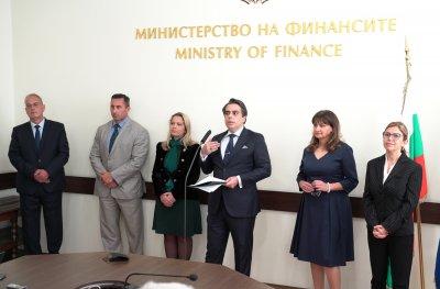 """Нови шефове на НАП и Агенция """"Митници"""" заради несправяне със задълженията и ниски стандарти на работа"""