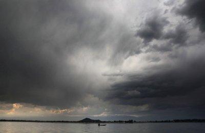 Мощен циклон удря Индия до часове