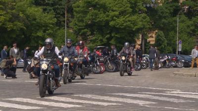 Ретро мотори на шествие в София в подкрепа на борбата с рака на простатата