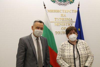 Министър Балтова на среща с посланика на Украйна: Работим за доверието на туристите