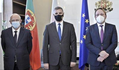Служебният премиер Стефан Янев се срещна с португалския външен министър и с еврокомисар Вархеи