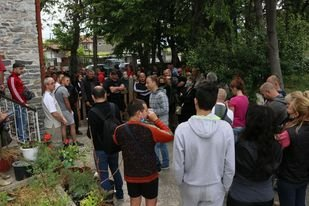 """Протест в пловдивския квартал """"Коматево"""" срещу дейността на евангелска църква"""
