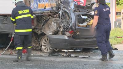 Момче и момиче загинаха в автомобилна катастрофа в Русе
