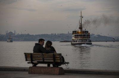 Турция смекчава мерките срещу COVID-19