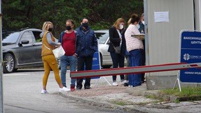 Заработиха мобилните кабинети, които имунизират граждани на РС Македония