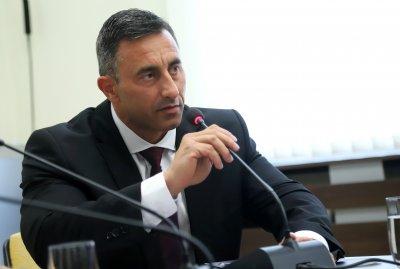 Нови въпроси около шефа на НАП - ще бъде ли сменен Спецов?