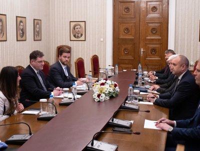 """Президентът Радев е провел среща на тема """"Корупция"""" със секретар от финансовото министерство на САЩ"""