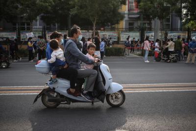 Китай разреши на семействата трето дете