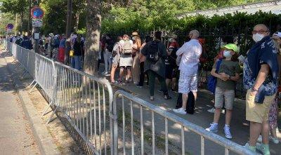 Огромни опашки от феновете пред входовете на Ролан Гарос