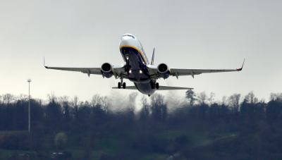 Самолет кацна аварийно в Берлин