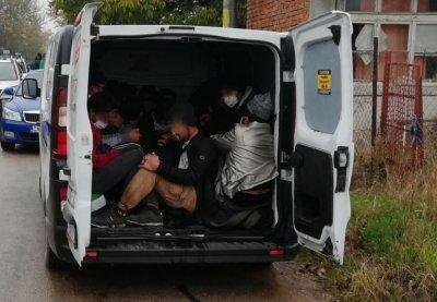 Каналджия, заловен с 27 мигранти, отива на съд