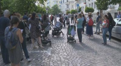 Родители, недоволни заради липсата на места в детските градини, блокираха улицата пред Столичната община