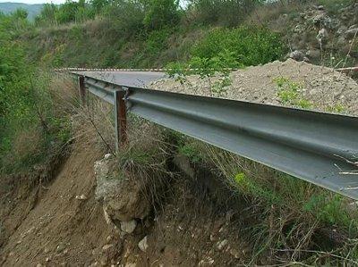 Проверяват 84 проекта за укрепване на свлачища и срутища по пътищата у нас