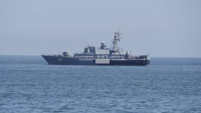 Военни кораби издирват изчезналия в Черно море МиГ-29 (Снимки)