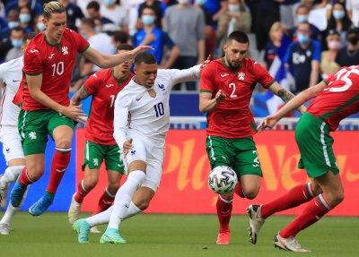 България загуби с 0:3 от световния шампион в Париж