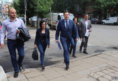 ГЕРБ-СДС регистрираха листите си за предстоящия вот. Кои са водачи и кандидат-депутати?