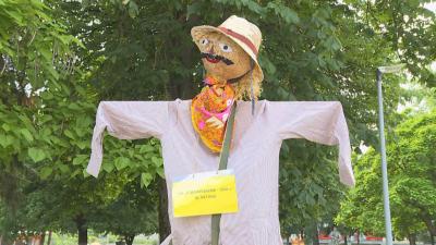 Ветово представи изложба с бостански плашила от подръчни материали